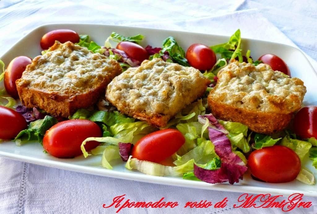 Crostini con Stracchino e salciccia-pomodoro