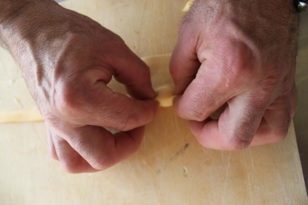 7 pizzicare gli agnolotti con le dita