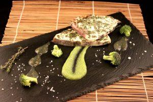 filetto di pesce spada su vellutata di broccolo