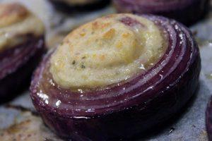 cipolle rosse ripiene di patate e salvia