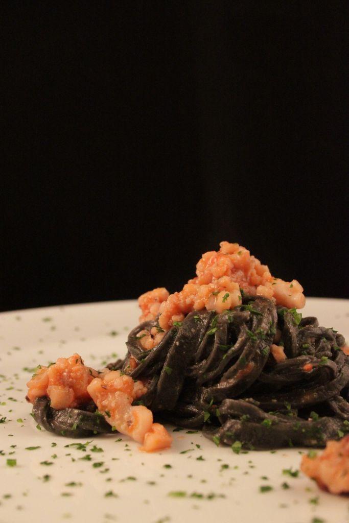 tagliolini al nero di seppia con ragù di seppie e moscardini