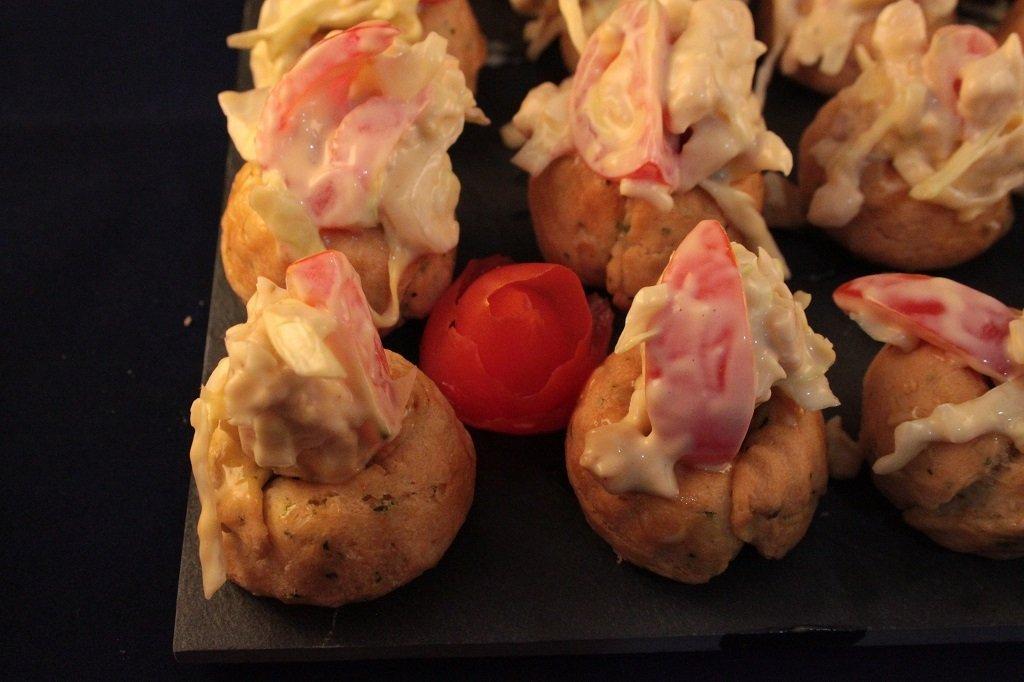Muffin salato con insalata di pollo e melone