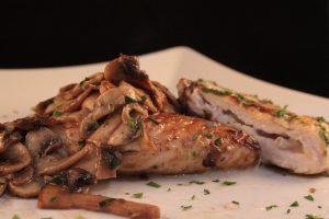 Portafoglio di pollo al gorgonzola con funghi 4