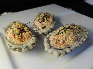 Barchette alla zarina con trota salmonata e erba cipollina