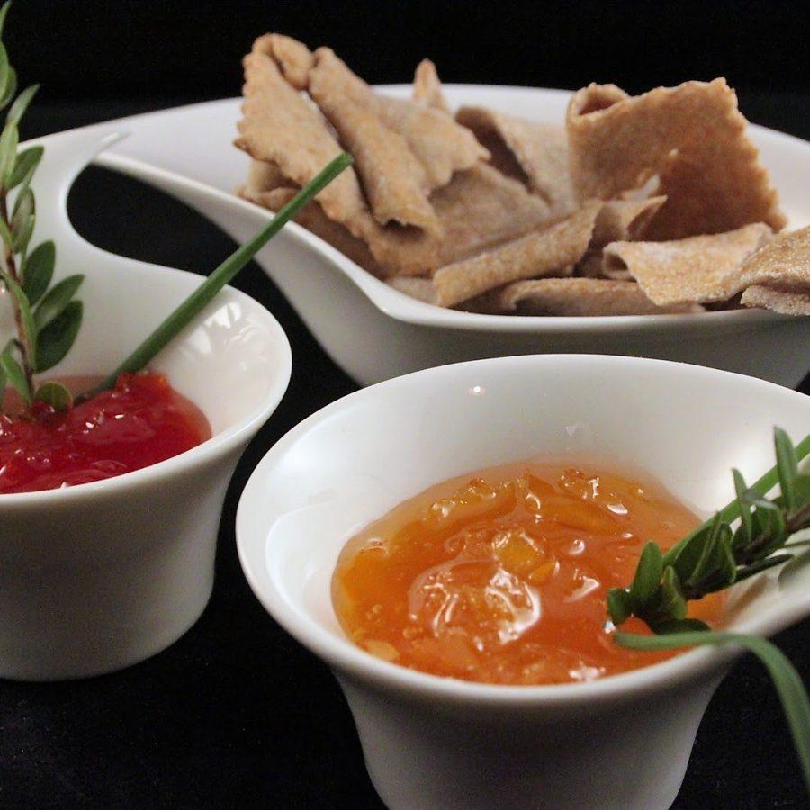 Composta di peperoni dolci su cialde di farina di castagne