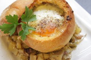 Uova in cocotte di pane