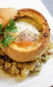 ricetta uova in cocotte di pane