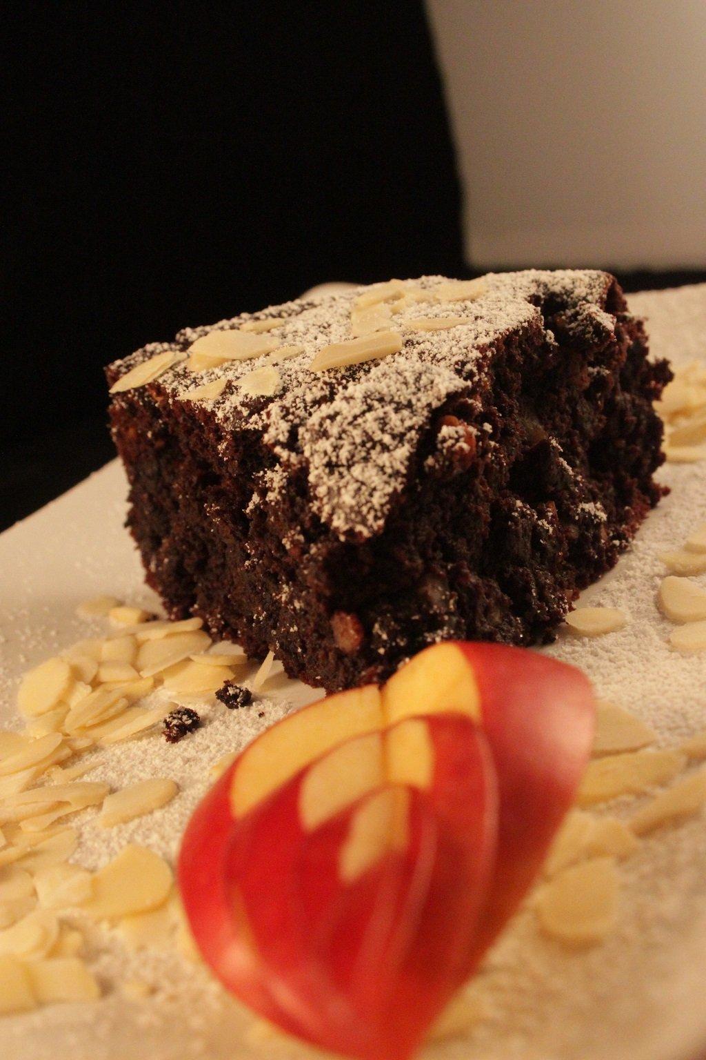 Tortino vegano al cioccolato con mandorle