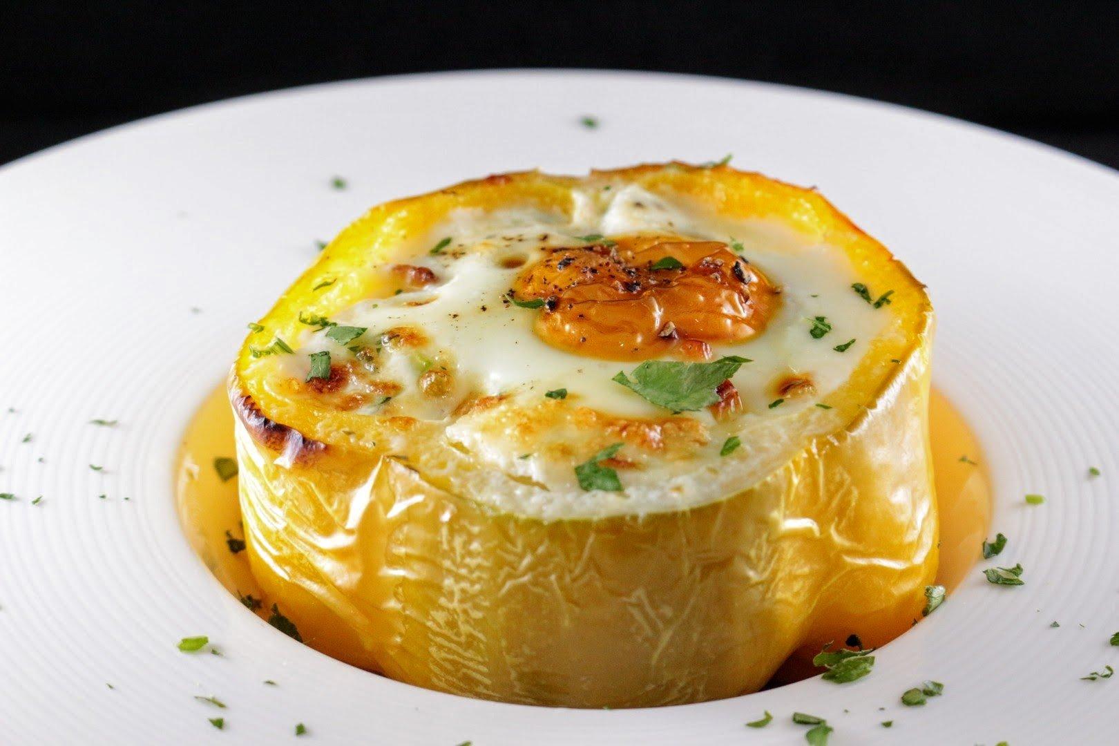 Ricetta Peperoni ripieni di uova e di zucchine
