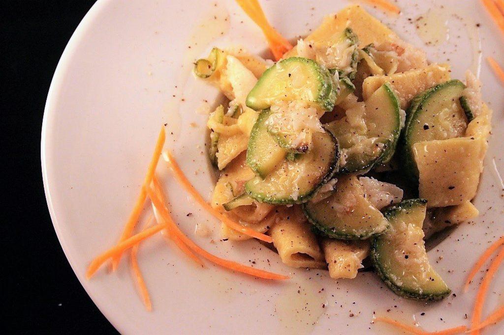 maltagliati alla curcuma con zucchine e baccalà