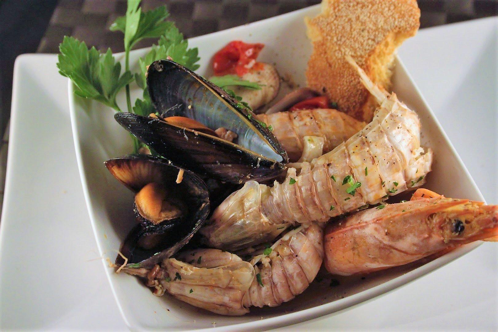 zuppa di molluschi e crostacei