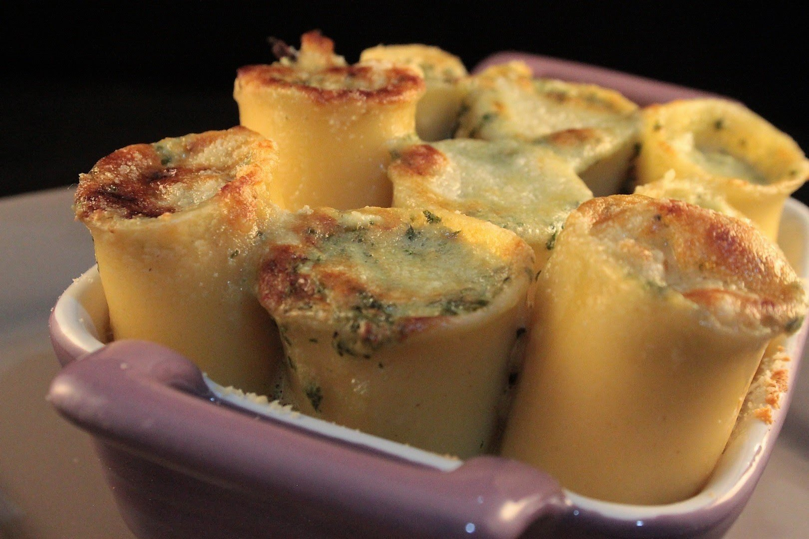 Paccheri in salsa di basilico con ricotta al forno